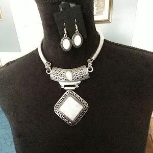 DR175.   Beautiful Choker Necklace Set